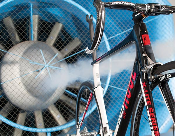 Wind tunnel tests show – the new X-LITE CW saves 8 watts at 40 km/h compared to the predecessor model – and the disc version even saves one watt more