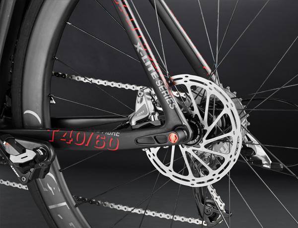 Massima prestazione in frenata: freni idraulici con dischi da 160 mm e perno passante da 12 mm - prestazioni senza precedenti