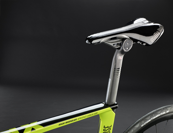 Flip Flop design: When flipping the seatpost by 180° you'll get a seating angle of 76°