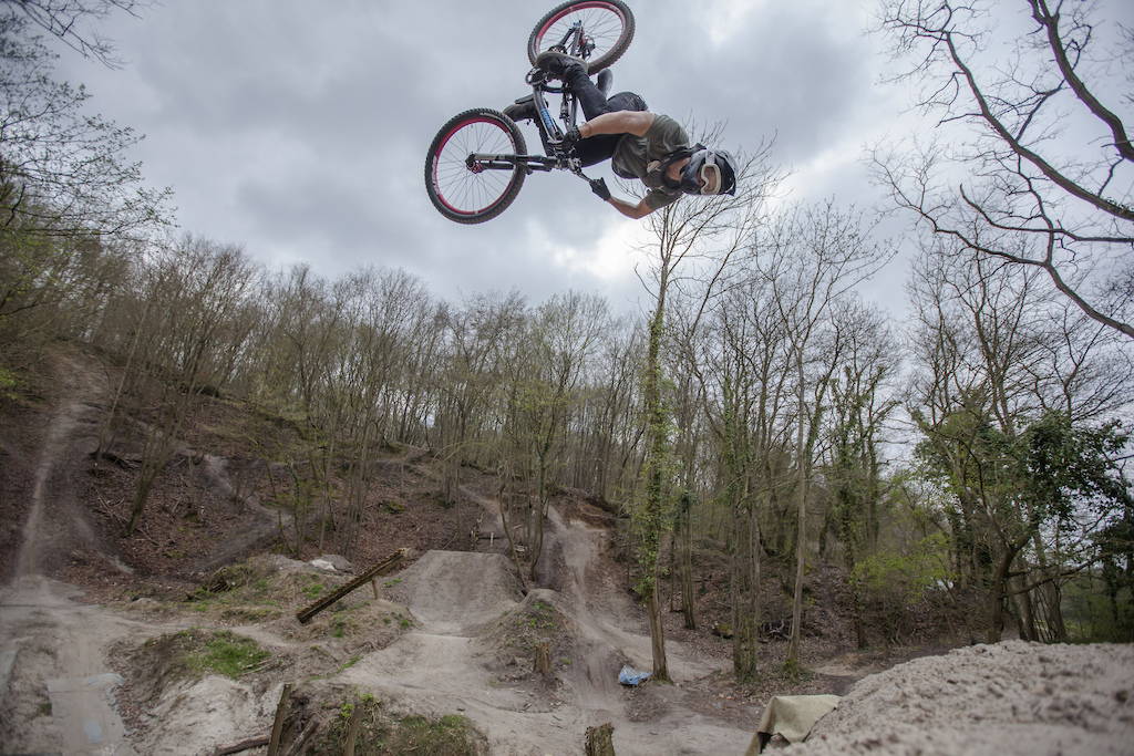 ROSE Bikes announces their 2017 freeride team, after signing with new additions Anthony Messere and Antoine Bizet.