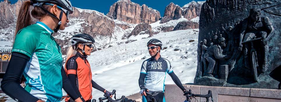 Manicotti, gambali e scalda ginocchia - pratici compagni per ogni giro in bicicletta