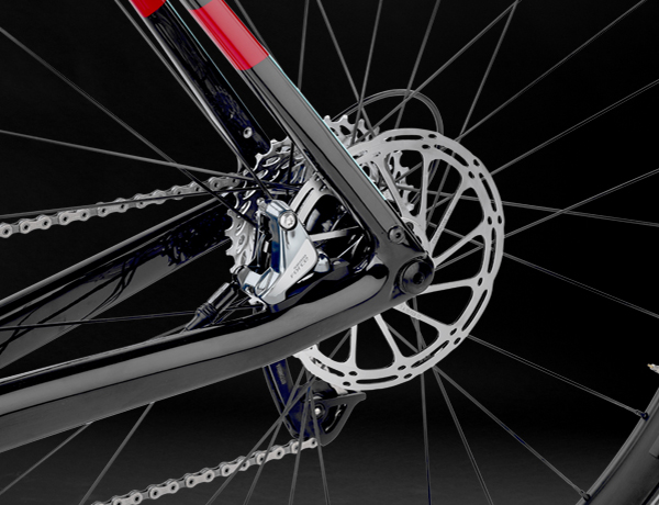 Well protected: disc brake with FlatMount disc brake standard, 12 mm thru axle