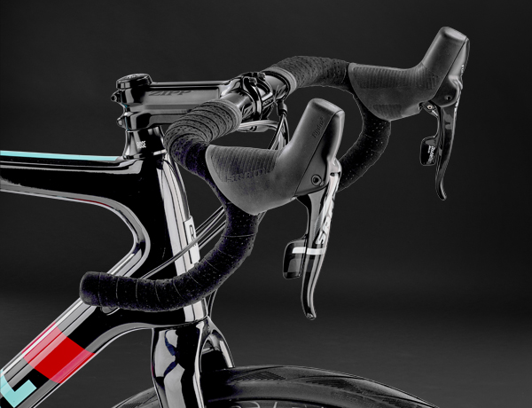 Black is beautiful: Zipp cockpit uit de Service Course SL serie
