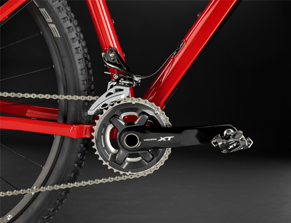 Crankset:  Increased power transfer and durability – the Shimano Deore XT aluminium crank offers a smooth trail ride.