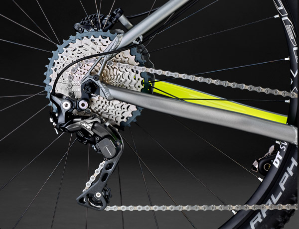 The top dog: Shimano XT. Precise, defined, reliable – with Shadow  design and DirectMount system