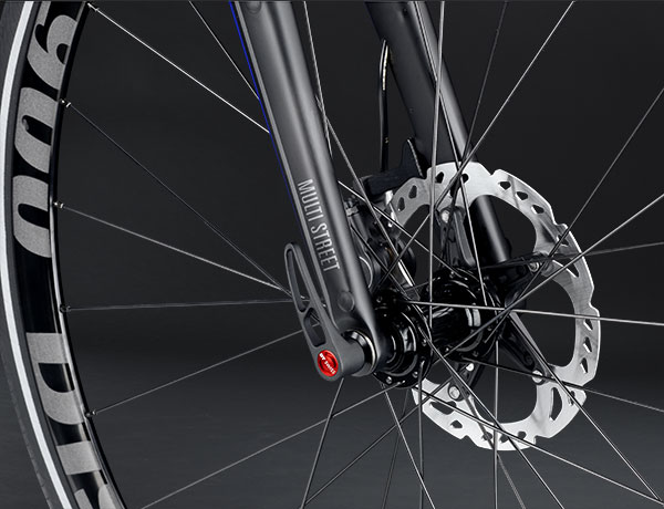 Ren power: Carbon forgaffel med 15mm aksel og Shimano skivebremser
