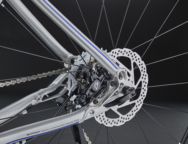 Well protected inside the triangle: LX disc brake by Shimano