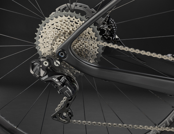 Precise performance - the Shimano Deore XT Di2 rear derailleur with electronic transmission for smooth gear changes in any wind and weather.
