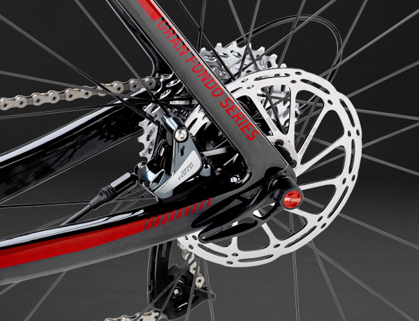 Maximum braking power: The combination of hydraulic disc brakes with 160 mm rotors and a 12 mm thru axle offers unprecedented braking power on the road bike