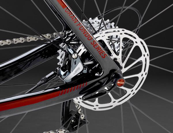Maximale Bremsleistung: die hydraulischen Discs mit 160 mm Rotor in Kombination mit einer 12 mm Steckachse sorgen für eine noch nie dagewesene Bremsleistung beim Rennrad