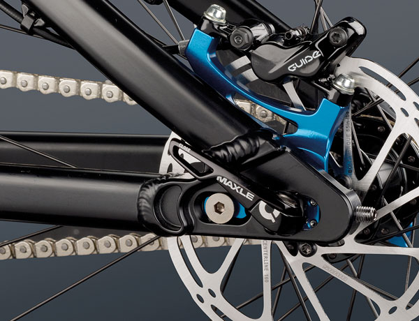 A stiff and potent rear stay thanks to a Maxle thru axle and a SRAM Guide R disc brake