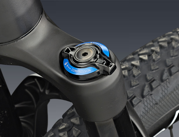 The compression adjuster of the Rock Shox Pike DJ 26 Solo Air offers 100 mm of pure air suspension power!