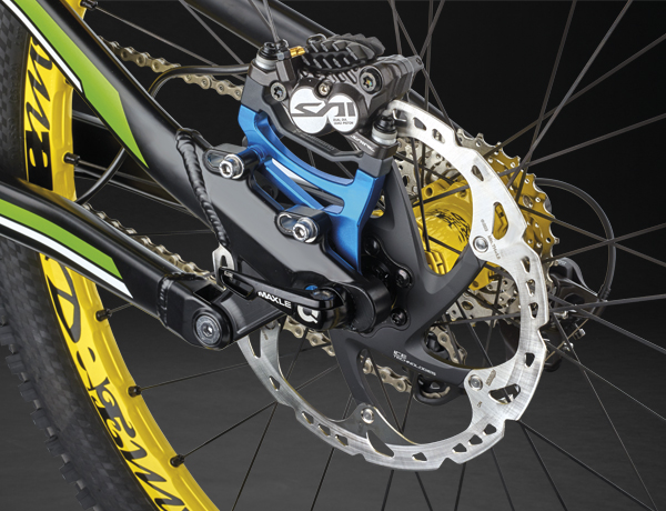 Hard as nails! Shimano Saint disc brake with 203 mm brake discs
