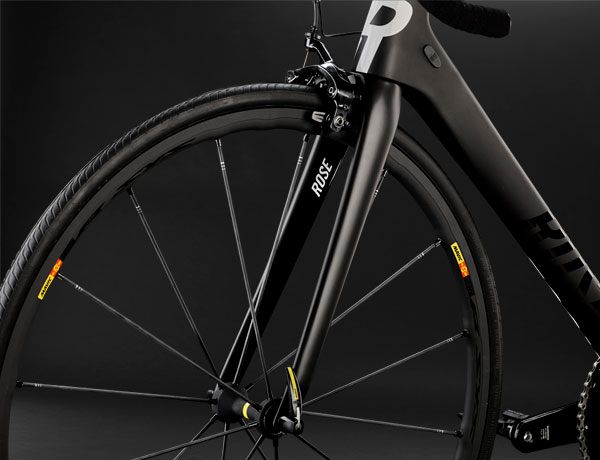 Meisterhafte Gabel: Die weiterentwickelte ROSE High Performance Gabel ist dank Kamm tail design jetzt noch aerodynamischer