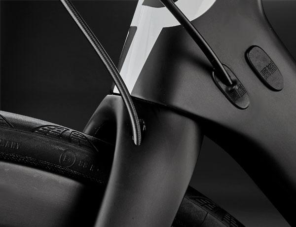 Meisterhafte Gabel: Die weiterentwickelte ROSE High Performance Gabel mit innenverlegter Bremsleitung ist jetzt noch aerodynamischer