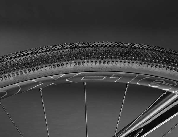 Comfort on every ground: ROSE DX-1650 wheels and Schwalbe G-One EVO tyres with MicroSkin technology for increased flexibility, low rolling resistance and high puncture protection