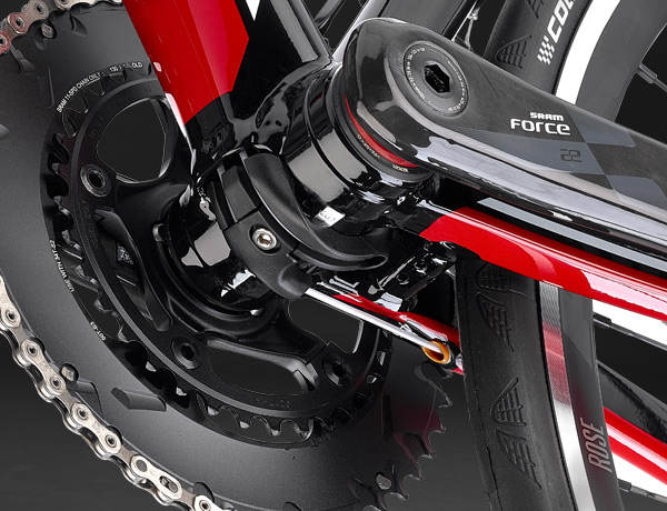 A clean look: internally routed cables that only come to light in the area of the bottom bracket