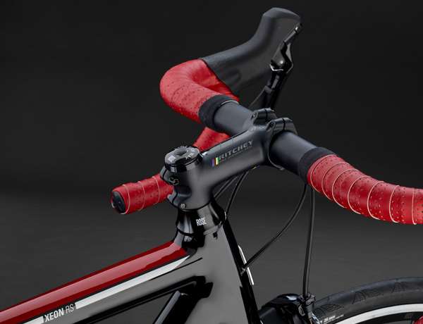 Customize your cockpit to your heart's content! For instance with the new Ritchey WCS C220 stem as shown here.