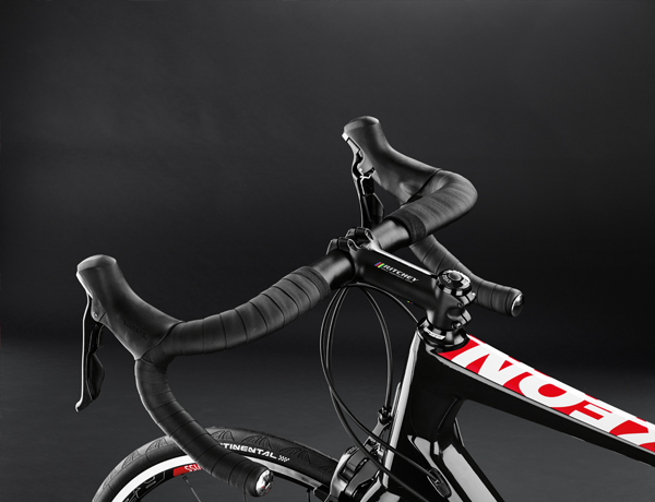 Feel good by the laying on of hands: comfortable gel handlebar tape and Ritchey WCS Streem handlebar