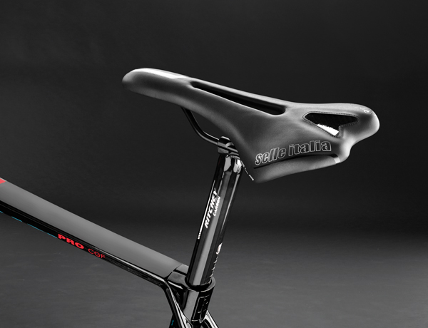 Have a seat: Ritchey carbon post, combined with a Selle Italia SLS saddle – a perfect duo for a comfortable ride
