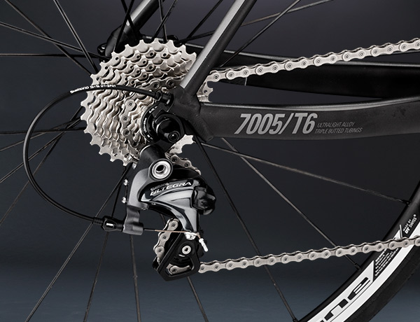 Long rear derailleur as a standard – ready for Alps transmission 11-32
