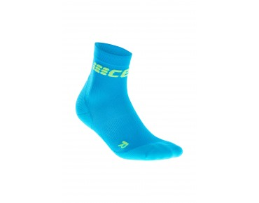 cep ULTRALIGHT SHORT Socken electric blue/green